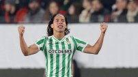 El mexicano Lainez anota golazo en su debut en la Europe League. VIDEO
